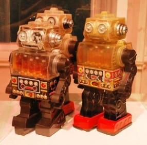 607px-RobotsMODO-300x296.jpg